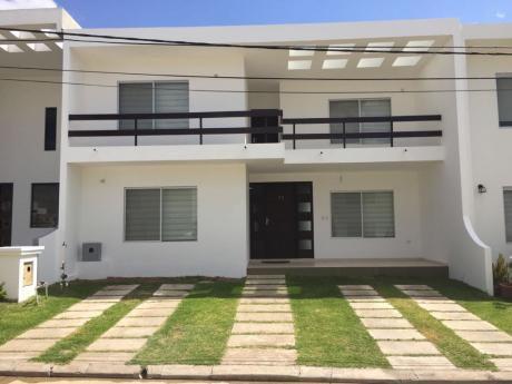Casa En Venta De 3 Dormitorios En Exclusivo Condominio En UrubÓ
