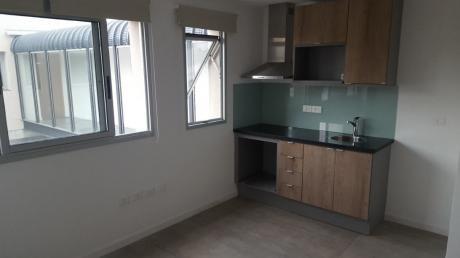 Muy Lindo Apartamento Con Barbacoa De Uso Exclusivo Y Garge Fijo.