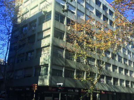 Venta Apartamento Centro 2 Dormitorios. Al Frente Moderno