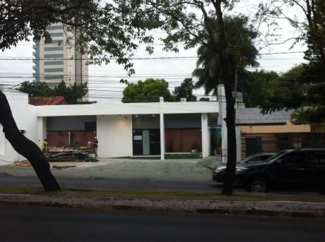 Salon Comercial Alquiler Villa Morra- Ubicación Privilegiada.