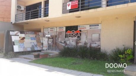 Amplia Oficina Sobre Av Mcal Lopez. Zona Curva De La Muerte.