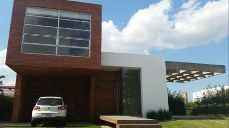 Vendo Bella Casa En Colinas Del Urubo S1