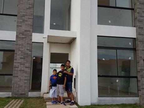Inmobiliaria Ofrece: En Anticrético Con Opción A Venta Casa A Estrenar