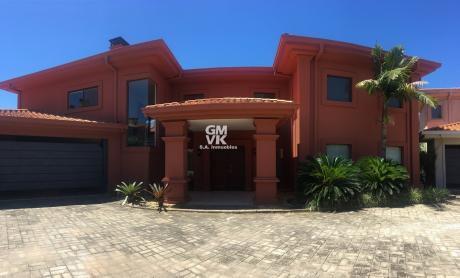 Alquilo Hermosa Residencia Amoblada En Condominio - Barrio Mburucuya