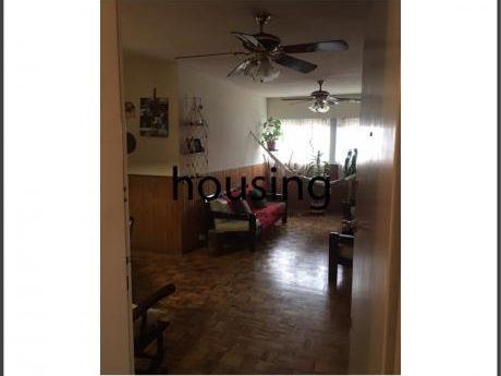 Apto 3 Dormitorios Al Frente, A Pasos Del Ncentro. U$d 68 Mil Y Cuotas