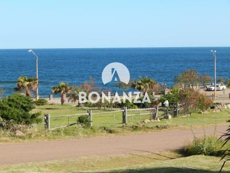 Casa En Alquiler, Piriápolis, Punta Fría, 100 Metros Playa