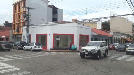 Local Comercial En Esquina Zona Central Sobre Calle Rene Moreno