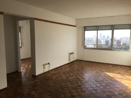 Apartamento Cómodo, Moderno, Luminoso, Frente A Plaza Garage En Subsuelo