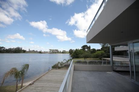 Apartamento En Edificio Orient Contra Lago Ref.: 4008