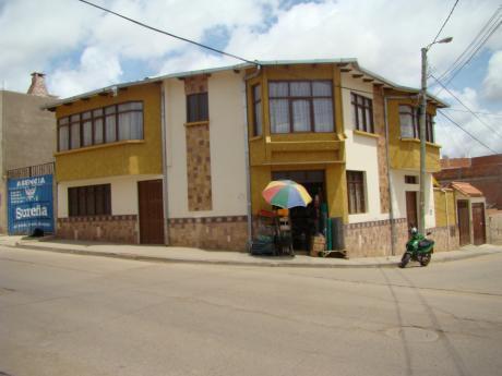 Casa En Venta Barrio Eeuu, Cerca Al Ex Aeropuerto En Esquina Con Tiendas