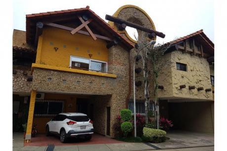 Casa En Barrio Equipetrol, Condominio Guemes