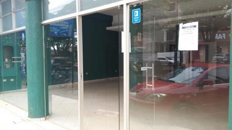 Salon Comercial En Ciudad Del Este. Barrio San Jose