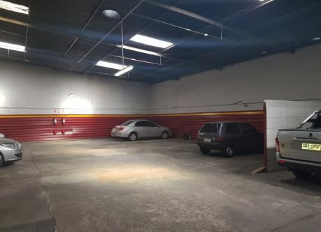Excelente Parking 220 M2 - 22 Lugares Fijos