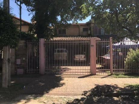 Casa Bo. Manora A Pasos De La Avda. San Martin Y  Mola Lopez)