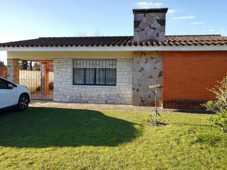 Chalet De 2 Dormitorios + Garaje+ Apto Al Fondo!