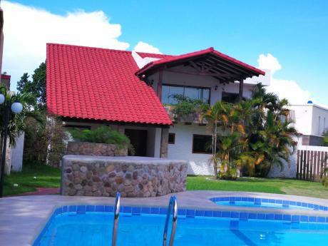 Alquilo Hermosa Casa En Jardines Del Urubo