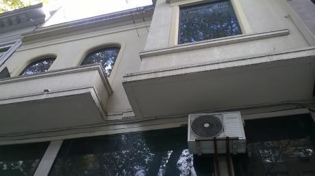 Casa De Altos Al Frente De 6 Habitaciones.centro