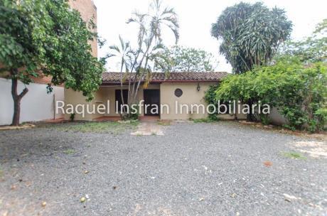 Alquilo Residencia Colonial (ideal Para Negocio) En Barrio Las Mercedes
