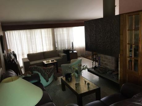 Casa De 4 Dormitorios En Carrasco!