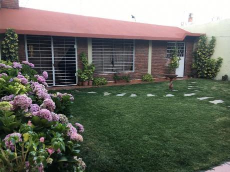 Dueña Alquila Casa Familia O Empresa Buceo $ 55000