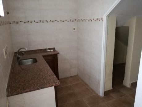 Casa Al Frente De 2 Dormitorios En Parque Batlle.
