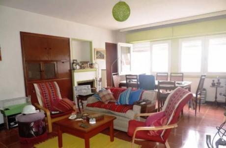 Apartamento 2 Dormitorios En La Comercial, Montevideo