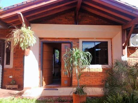 Alquilo Hermosa Casa De 4 Dorm. Con Piscina En Luque - 4to Barrio