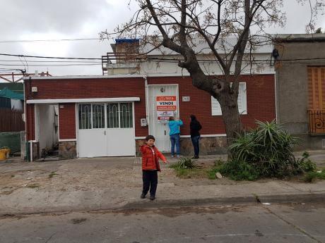 Casa 2 Dormitorios Patio Y Garage Cerca De Antel Arenas