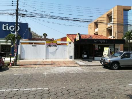 Casa Sobre Avenida Pirai Con Tienda A La Calle Perfecta  Para Negocio.