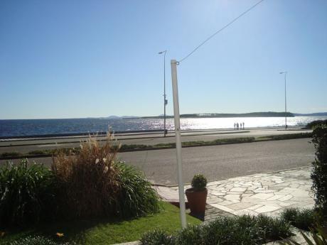 Apartamento En Venta En Frente Al Mar Península- 3 Dormitorios Y Servicio
