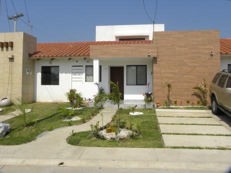 Hermosa Casa De 2 Plantas!