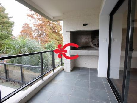 Apartamento Con Jardín Con Renta En Carrasco. Ref: 6043