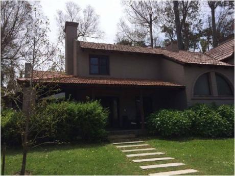 Casa En Venta  Punta Del Este ,barrio Privado Con Todos Los  Servicios - Ref: 29252