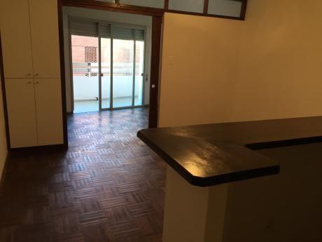 Br. España Y L. Gadea, 1 Dorm. $17.000, Balcón.