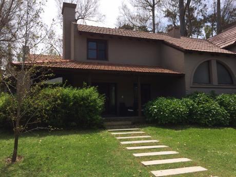 Hermosa Casa En Barrio Privado
