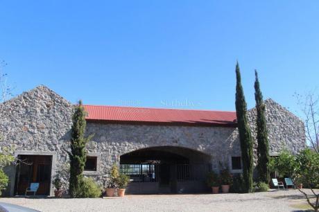 Imponente Casa Sobre El Rio  Dentro Del Club De Campo El Faro, En Carmelo.