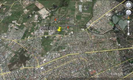 Predio En Zona De Barrios Cerrados.