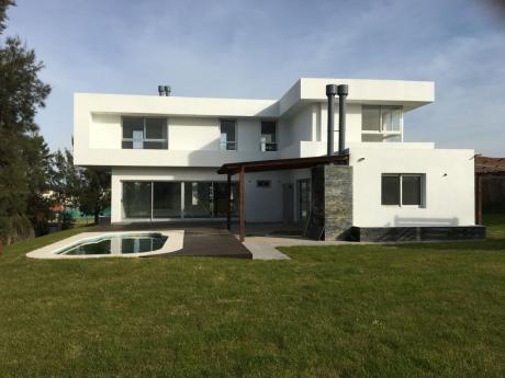 Muy Buena Casa En Altos De La Tahona