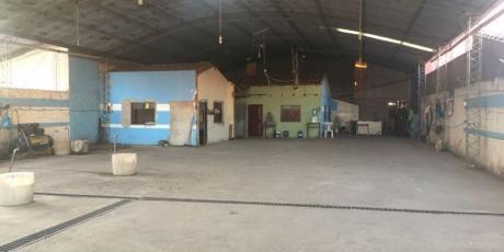 Tinglado En Zona Comercial - Santa Cruz De La Sierra