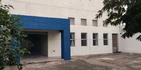 Casa En Zona Comercial Con DepÓsito Cubierto Con Oficinas - Santa Cruz De La Sierra