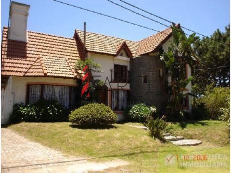 Rincón Del Indio 3 Dormitorios Y Servicio, Piscina - Ref: 33484