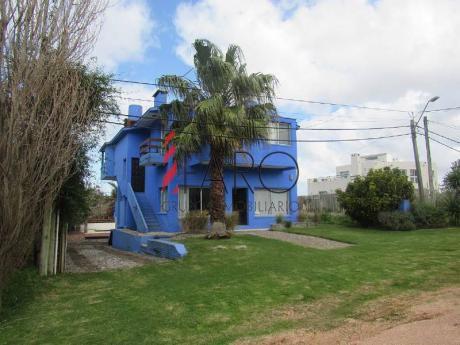 Espectacular Casa En Manantiales A Una Cuadra Del Mar Con 7 Dormitorios, Piscina Y Parrilleros - Ref: 33941