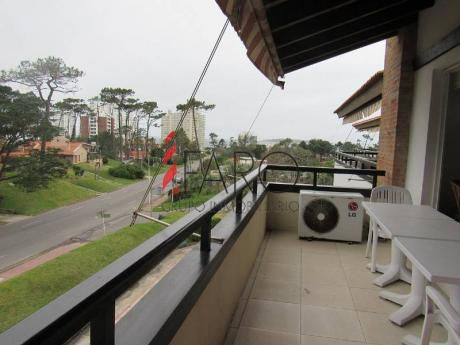 Apartamento En Mansa 3 Dormitorios Y Servicio - Ref: 35792