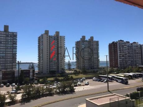 Apartamento En Brava 2 Dormitorios Con Terraza Y Garage - Ref: 36071