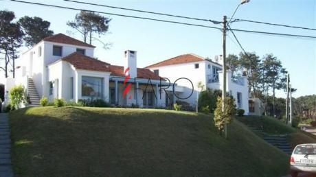 Casa En Montoya 4 Dormitorios Y Dependencia Con Piscina Y Parrillero