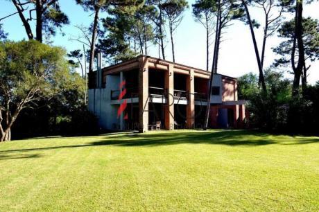 Casa En Rincón Del Indio 4 Dormitorios Y Dependencia Con Piscina Y Parrillero