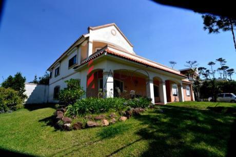 Casa En La Mansa 3 Dormitorios Y Dependencia Con Barbacoa Y Terraza