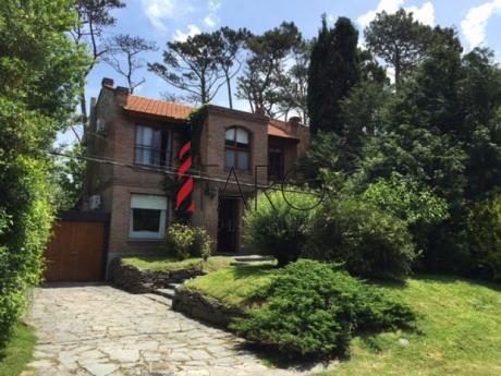 Casa En Pinares 3 Dormitorios Con Piscina Y Barbacoa