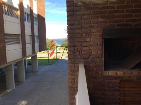 Apartamento Mansa 2 1/2 Dormitorios C/parrillero