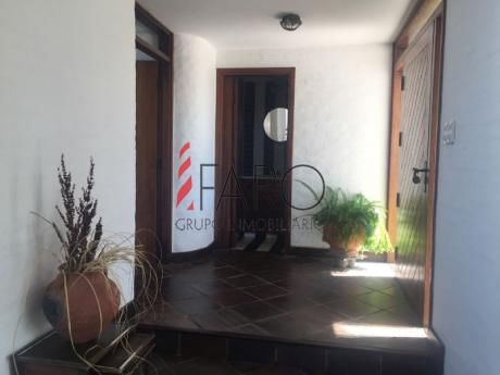 Casa En Punta Piedras 5 Dormitorios Con Piscina, Cancha De Tenis Y Parrillero